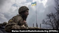 Український військовослужбовець недалеко від Авдіївки. Березень 2016 року