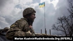 Украинский военнослужащий возле Авдеевки, март 2016 года