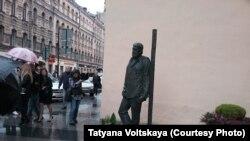 Памятник Сергею Довлатову в Петербурге