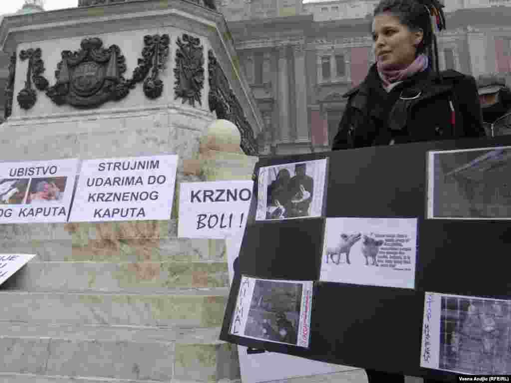 """Aktivisti udruženja """"Sloboda za životinje"""" organizirali su protest pod nazivom ¨Srbija bez krzna¨, 18.11.2011."""