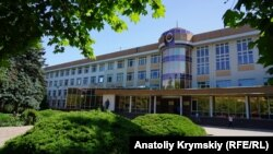 Здание Таврической академии Крымского федерального университета в Симферополе, июнь 2019 года