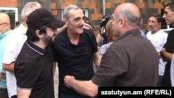 Կալանքից ազատ արձակված «Սասնա ծռեր» խմբի երեք անդամները: