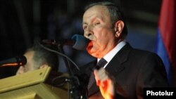 Armenia - Former President Levon Ter-Petrosian addresses an opposition rally in Yerevan's Liberty Square, 20Apr2012.
