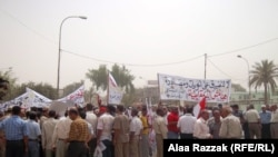 """Iraq - Protesters at demonstration on the occasion of """"Maliki's 100 day deadline"""", Al-Hilla, 10Jun2011"""