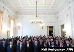 Дипломаты, высланные из Великобритании и других стран после отравления Скрипалей, на встрече с главой российского МИДа Сергеем Лавровым 9 апреля 2018 года