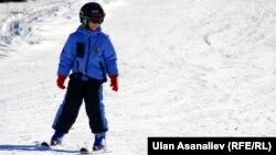 Каракол шаарындагы тоо лыжа базасында.