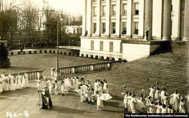Марш суфражисток в Вашингтоне в 1913 году
