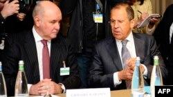 Григорий Карасин (слева) и глава МИД РФ Сергей Лавров