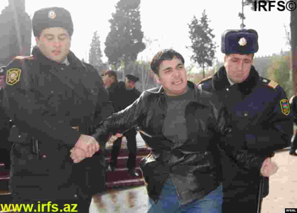 Polis Konstitusiya Məhkəməsinin keşiyində #2