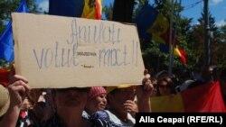 La un protest la Chișinău împotriva sistemului electoral mixt