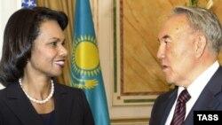 Государственный секретарь США Кондолиза Райс и президент Казахстана Нурсултан Назарбаев. Астана, 5 октября 2008 года.
