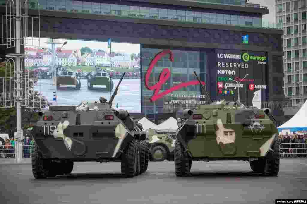 В программе был заявлен и вальс военной техники.