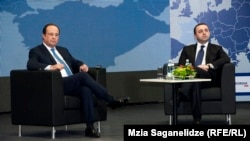 Ֆրանսիայի նախագահ Ֆրանսուա Օլանդը և Վրաստանի վարչապետ Իրակլի Ղարիբաշվիլին վրաց - ֆրանսիական գործարար համաժողովի ժամանակ, Թբիլիսի, 13-ը մայիսի, 2014թ․