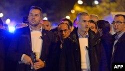 Президент Франции Франсуа Олланд (в центре) в окружении вооруженной охраны у концертного зала Bataclan, раннее утро, 14 ноября