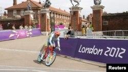 Александр Винокуров на велосипеде на Олимпийских играх в Лондоне. 1 августа 2012 года.