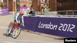 Александр Винокуров Лондон олимпиадасындағы жарыс жолында. (Көрнекі сурет).