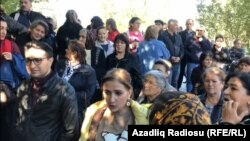 Narazı ailələr Prezident Administrasiyası önündə. 30 oktyabr 2018