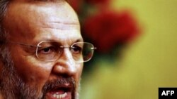 آقای متکی گفته است که بسته پیشنهادی در حال بررسی است.(عکس: AFP)
