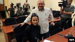 Американский журналист Джейсон Резаиан со своей женой Егянех Салехи. Тегеран, 10 сентября 2013 года.