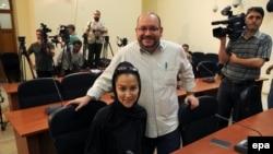 Jason Rezaian həyat yoldaşı Yeganeh Salehi ilə, arxiv fotosu