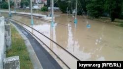 Затопленные железнодорожные пути в Севастополе, 7 июня 2019 год