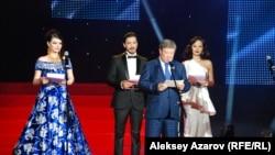 Алматы шаарынын мэри Ахметжан Ешимов фестивалдын ачылышында
