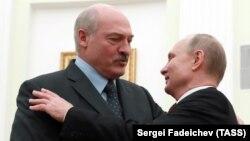 Беларус президенти Александр Лукашенко (солдо) менен орус президенти Владимир Путиндин Кремлдеги кездешүүсү, 29-декабрь 2018-жыл.