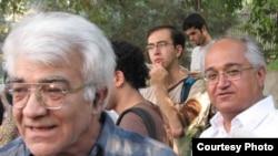 ناصر زرافشان(چپ) در کنار بابک احمدی پس از آخرین مرخصی استعلاجی وی که در مردادماه سال جاری بود.
