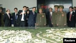 Чхве Рен Хэ, глава политуправления северокорейской армии посещает Зону экономического и технического развития в Пекине