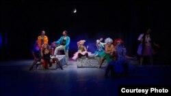 """Театарската претстава """"За секого има по една"""" во изведба на """"Театар Комедија"""" од Скопје."""