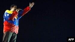 Азыр президенттин милдетин аткарып жаткан Николас Мадуро шайлоодо жеңет го дешет