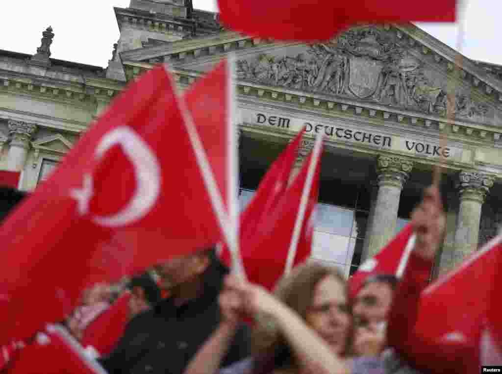 Аналогічна акція протесту пройшла 1 червня і в Берліні