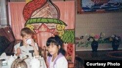Русанна Канадага китәр алдыннан балалар йортында