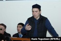 44-летний гражданский активист Алмат Жумагулов выступает с последним словом на прениях на суде по делу «джихадистов». Алматы, 11 декабря 2018 года.