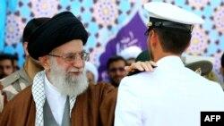 رهبر ایران میگوید که «قائل به قطع رابطه با دنیا و حصار کشیدن به دور خود نیستیم».