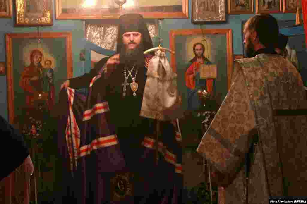 Епископ Бишкекский и Кыргызстанский Феодосий. Начало богослужения.