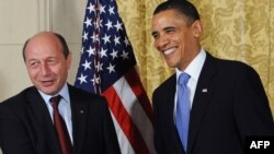 Președintele Traian Băsescu și președintele Barack Obama la Praga, aprilie 2010.