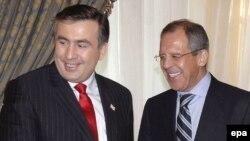Осторожный оптимизм Сергея Лаврова на встрече с Михаилом Саакашвили не помешал ему почти сразу после этого беседовать с оппозиционным лидером Леваном Гачечиладзе