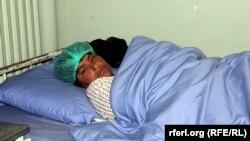 Женщина из провинции Урузган, ставшая инвалидом после пыток со стороны мужа и свекра