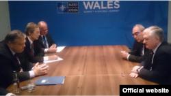 Ուելս - Հայաստանի արտգործնախարար Էդվարդ Նալբանդյանը հանդիպում է Հունաստանի արտգործնախարար Էվանգելոս Վենիզելոսին ՆԱՏՕ-ի գագաթնաժողովի շրջանակներում, 4-ը սեպտեմբերի, 2014 թ․