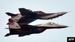 Ruski akrobatski avioni MiG 29 tokom vojne parade u Beogradu, ilustrativna fotografija