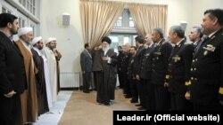 علی خامنهای، در دیدار با فرماندهان نیروی دریایی ارتش ایران. ۹ آذر ۱۳۹۳.