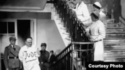 """Кадр из фильма Герберта Раппапорта """"Профессор Мамлок"""" (1938)"""