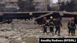 Территория около места взрыва неподалеку от метростанции «Азадлыг проспекти». 13 февраля 2014.