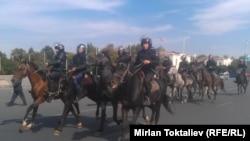 Бишкек. Отлиқ милиция Оқ уй атрофидаги майдонни назорат қилмоқда.