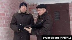 Актывісты Віктар Марчык і Міхал Сошка