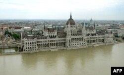 Дунайская вода заливает здание парламента Венгрии