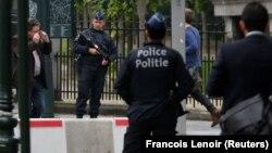 Бельгийские полицейские в центре Брюсселя. 18 июня 2016 года. Иллюстративное фото.