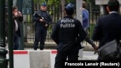 Брюссельдің орталығында жүрген бельгиялық полиция қызметкерлері. 18 маусым 2016 жыл. (Көрнекі сурет.)