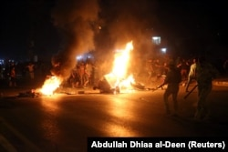 Протестующие жгут шины в городе Кербала, 14 июля